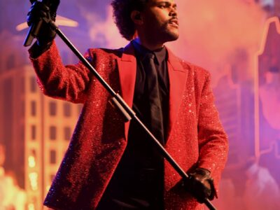 weeknd-super-bowl-halftime-show-red-suit